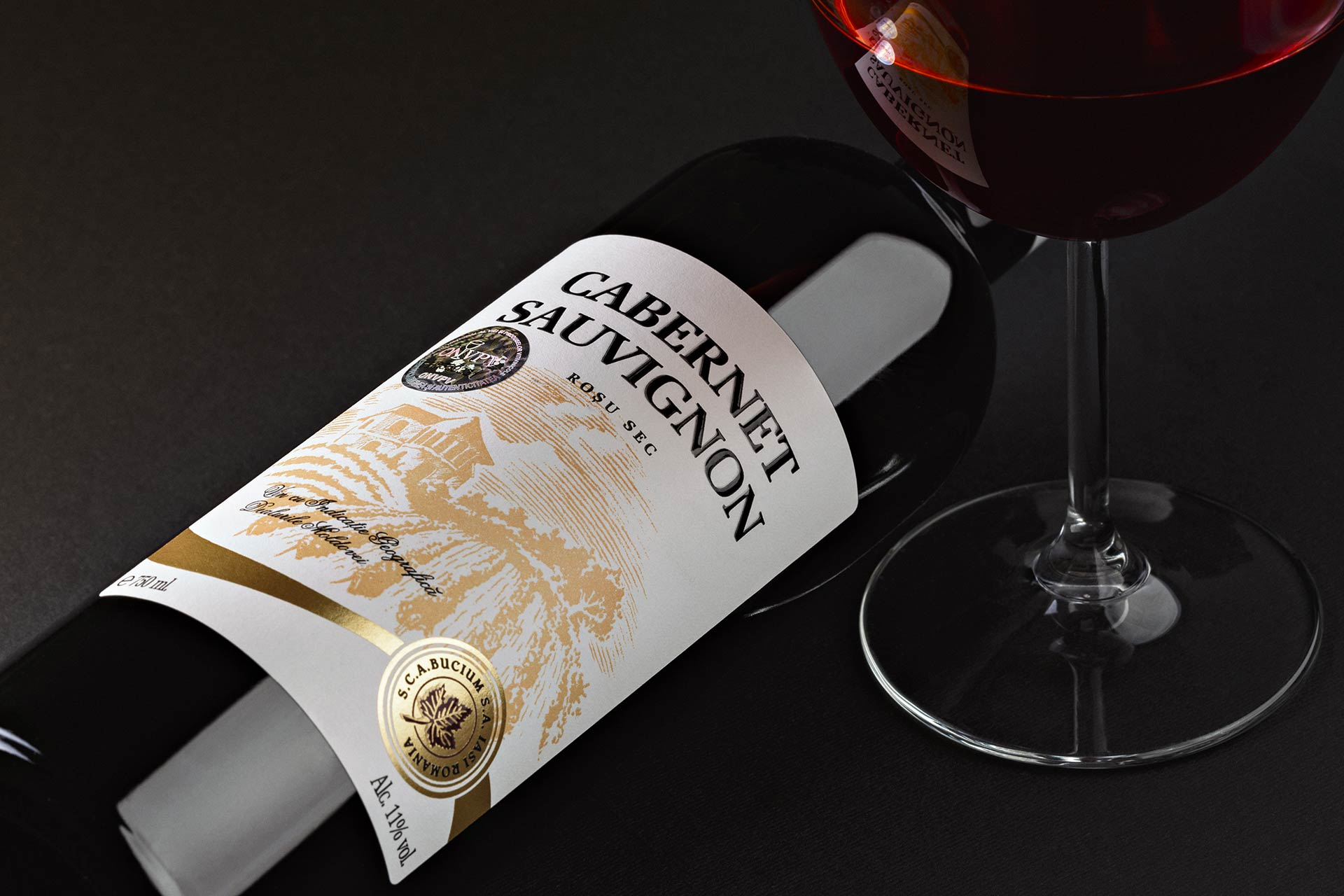 wine-packshot-commercial-ad-print-campaign-studio-photoshoot-highend-retouch
