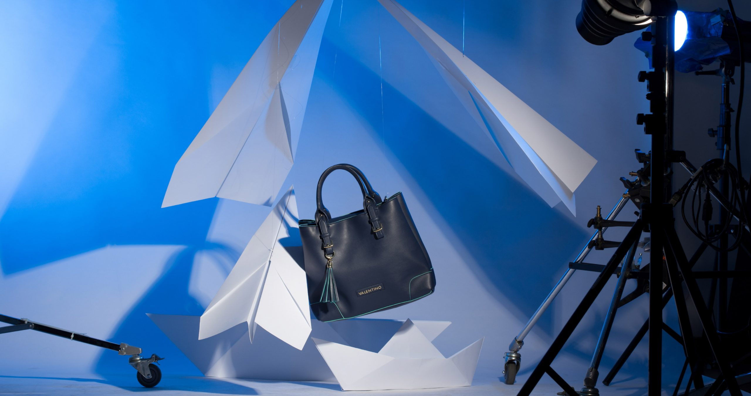slider-fashion-behind-the-shoot-handbag-product-concept-advertising-photography